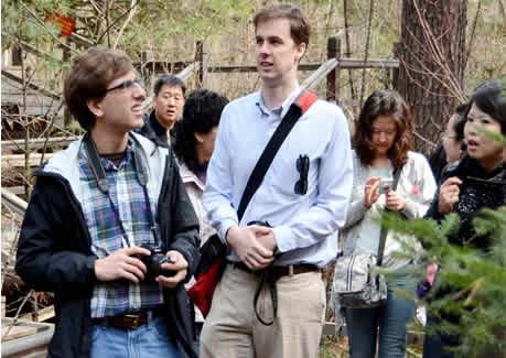 辛纳森等一行5人来到我市,先后深入到伊春森林博物馆,小兴安岭植物园